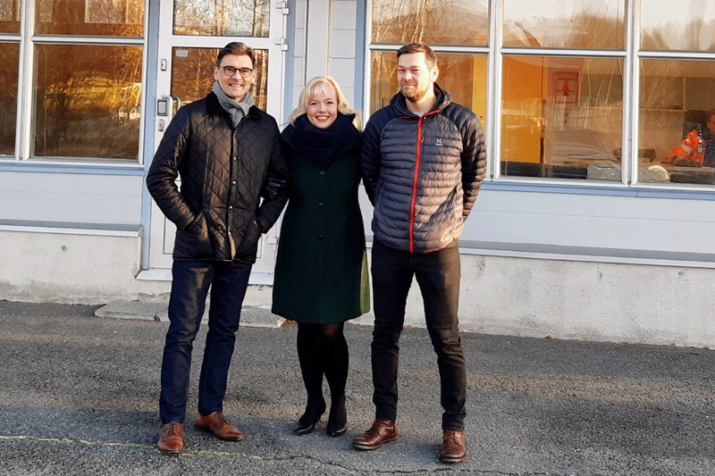 Nokian kaupungin kaupunkikehitysjohtaja Mikko Nieminen (vas.), LogisTila Oy:n asiakkuuspäällikkö Johanna Matikka ja Hurrikaanit Ympäristöhuolto Oy:n toimitusjohtaja Kim Heino.