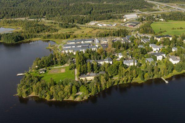Ilmakuva Pitkäniemen alueesta, joka sijaitsee Pyhäjärven rannalla.