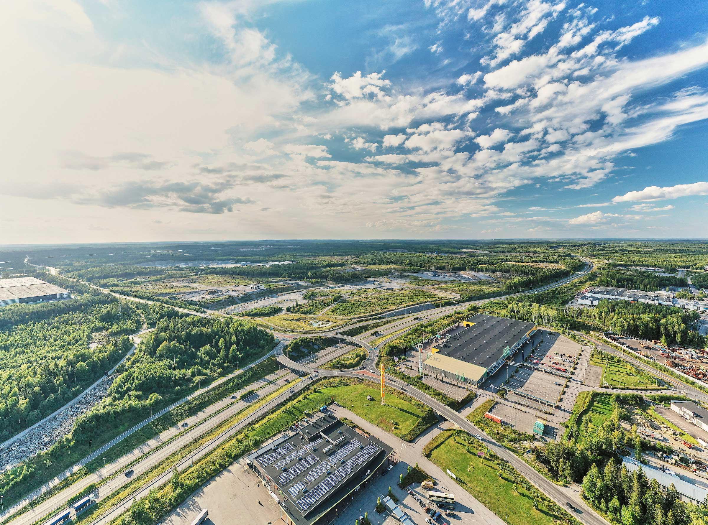 Kolmenkulman yritysalue sijaitsee valtaväylien risteysalueella.