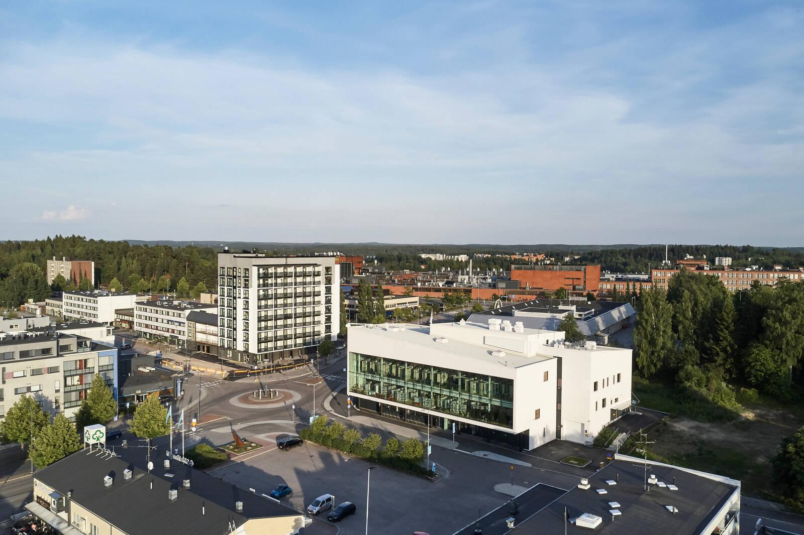 Nokian kaupungin keskusta, jossa etualalla kirjasto- ja kulttuuritalo Virta.